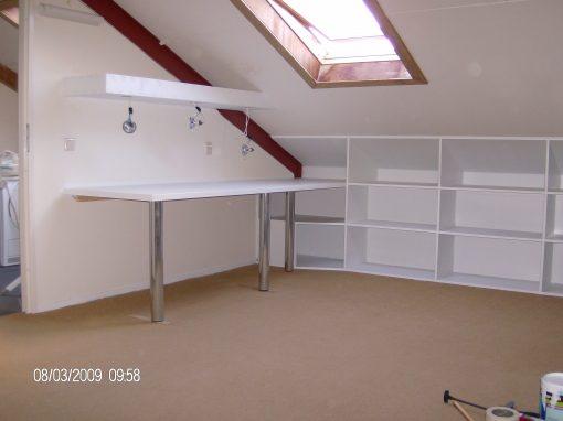 Zolderkamer met bureau