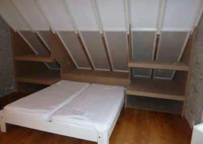 Zolderkamer met bed